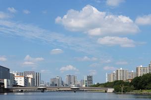 京浜運河と勝島橋の写真素材 [FYI02311315]