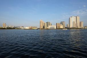 晴海運河岸より見る豊洲の高層ビル群の写真素材 [FYI02311371]