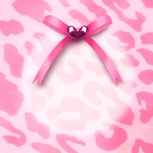 ピンクのヒョウ柄とリボンのイラスト素材 [FYI02311541]