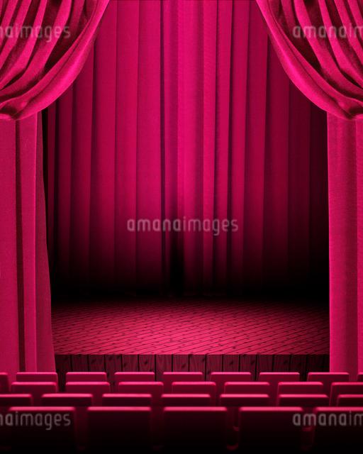 ピンクの緞帳の舞台イメージのイラスト素材 [FYI02311628]