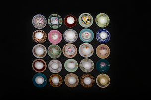 Still life multicolor variety porcelain bowls in rowsの写真素材 [FYI02315457]