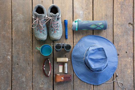 Overhead still life hiking boots, hat and equipmentの写真素材 [FYI02315482]