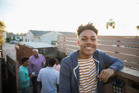Portrait smiling African American young man on summer deckの写真素材 [FYI02318429]