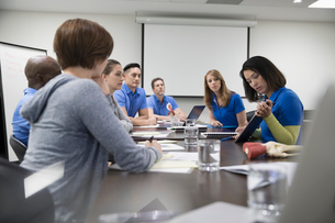 Physiotherapists training in conference room meetingの写真素材 [FYI02319869]
