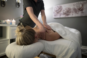 Woman receiving massage on spa massage tableの写真素材 [FYI02320065]