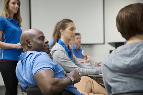 Physiotherapists listening in conference room meetingの写真素材 [FYI02320109]