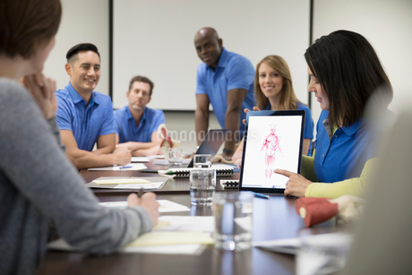 Physiotherapists training, using digital tablet in conference room meetingの写真素材 [FYI02320125]