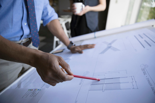 Male architect reviewing blueprints in officeの写真素材 [FYI02322030]