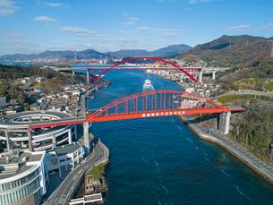 ドローンによる音戸大橋と第二音戸大橋の写真素材 [FYI02324619]
