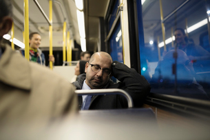 Tired mature businessman commuter sleeping on busの写真素材 [FYI02325923]
