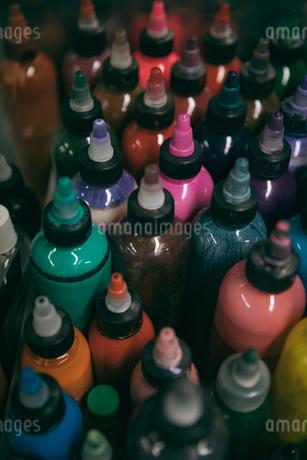 Multicolor tattoo ink bottlesの写真素材 [FYI02326407]