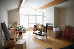 Moving into new home, cardboard boxes and belongingsの写真素材 [FYI02326632]