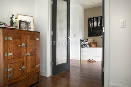 Home showcase interiorの写真素材 [FYI02326958]