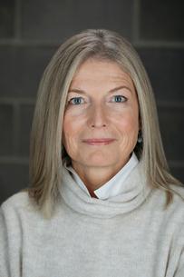 Portrait confident mature womanの写真素材 [FYI02326966]