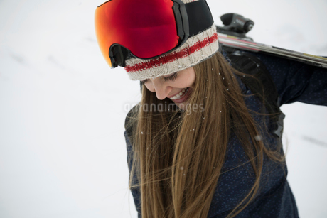 Happy female skier looking down at snowの写真素材 [FYI02327094]