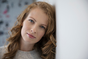 Portrait serene, strong womanの写真素材 [FYI02327208]