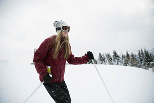 Teenage girl skier skiing in snowの写真素材 [FYI02327289]