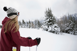 Teenage girl skier skiing in snowの写真素材 [FYI02327425]