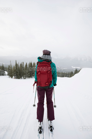 Female skier with backpack skiing in snowの写真素材 [FYI02327568]