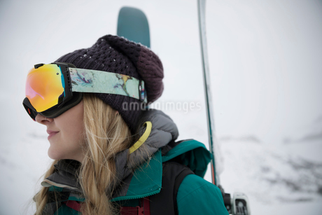 Female skier in ski gogglesの写真素材 [FYI02327569]
