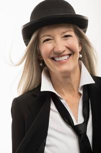 Portrait happy, confident senior woman wearing suit and hatの写真素材 [FYI02327604]