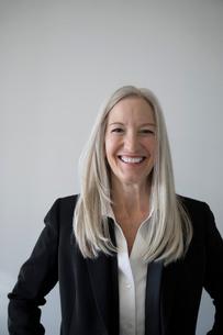 Portrait smiling, confident senior businesswomanの写真素材 [FYI02327974]