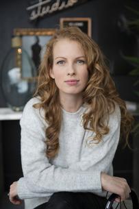 Portrait confident, ambitious womanの写真素材 [FYI02328018]