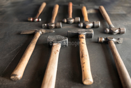 Close up still life blacksmith hammersの写真素材 [FYI02328040]