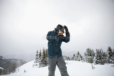 Male skier skiing on snowy hillの写真素材 [FYI02328117]