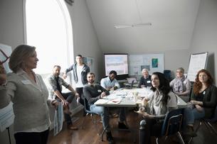 Female city planner leading meeting with volunteers in officeの写真素材 [FYI02328616]