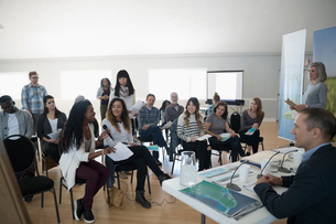 Women speaking at town hall meetingの写真素材 [FYI02329156]