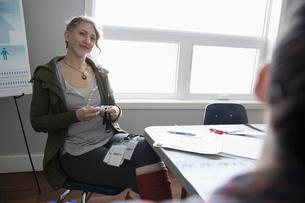 Female activist listening in officeの写真素材 [FYI02329746]