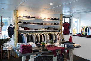 Merchandise on display in menswear clothing shopの写真素材 [FYI02336225]