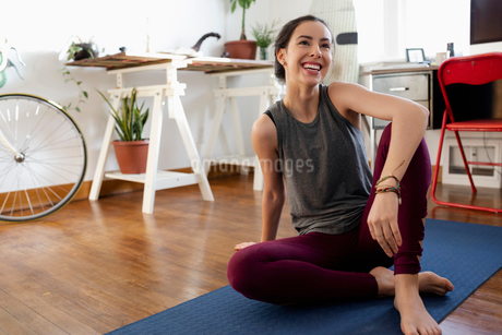 Happy young Latinx woman practicing yoga at homeの写真素材 [FYI02336306]