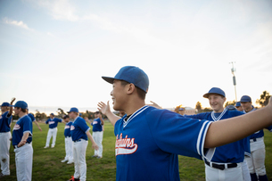 Baseball players stretching on fieldの写真素材 [FYI02336448]