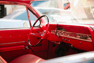 Red leather interior of vintage carの写真素材 [FYI02336836]