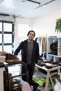 Portrait confident male business owner in menswear clothing shopの写真素材 [FYI02337128]