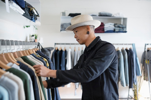 Stylish man shopping in menswear clothing shopの写真素材 [FYI02337298]