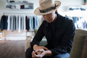 Stylish man in menswear clothing shopの写真素材 [FYI02337543]