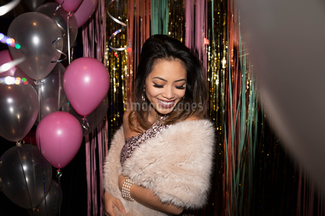 Portrait smiling, elegant woman at partyの写真素材 [FYI02337653]