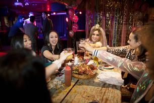 Bachelorette and friends toasting cocktails in nightclubの写真素材 [FYI02337691]