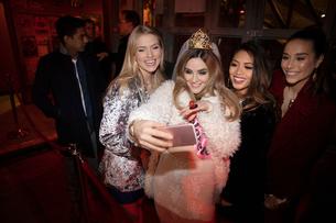 Bachelorette and friends taking selfie in nightclubの写真素材 [FYI02337760]