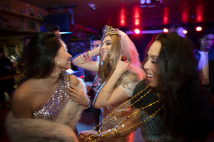 Bachelorette and friends dancing in nightclubの写真素材 [FYI02337780]