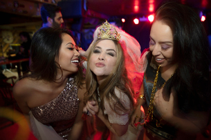 Portrait confident bachelorette with friends in nightclubの写真素材 [FYI02337805]