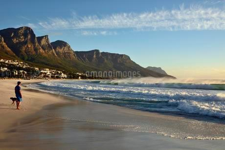 Beach of Camps Bay, Cape Town, Western Cape, South Africaの写真素材 [FYI02337914]