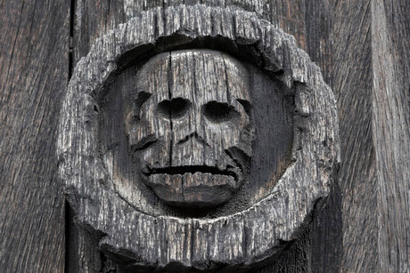 Skull, danse macabre carving, medieval plague cemeteryの写真素材 [FYI02337952]