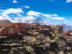 Anammer adobe village, Ourika valley, behind the Atlasの写真素材 [FYI02338101]