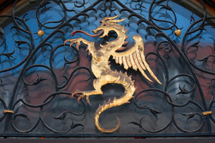 Dragon figure over the entrance of the town hall, Murnauの写真素材 [FYI02338119]