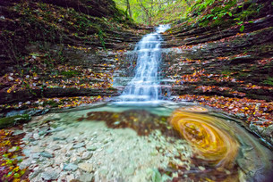 Waterfall in the forest in autumn, Monte Cucco Regionalの写真素材 [FYI02338232]