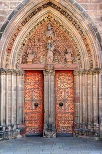 Gothic St. Elizabeth's Church, portal with a pointed archの写真素材 [FYI02338441]